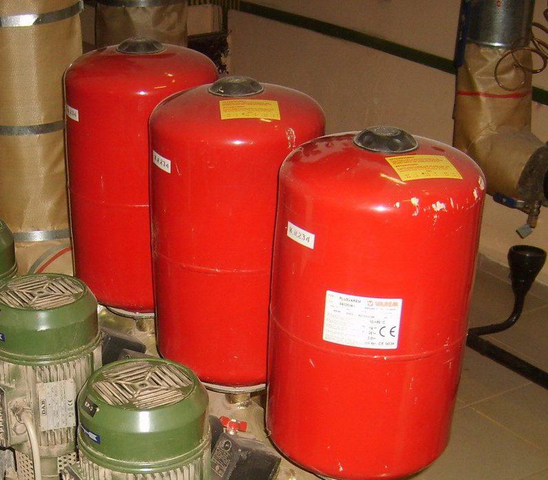 Компенсационный бак для горячей воды Varem